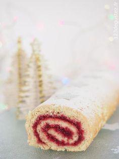 Simple and easy Christmas log - dessert Noël - noel Christmas Log, Simple Christmas, Christmas Cookies, Parfait Desserts, Köstliche Desserts, Lemon Cheesecake, Pumpkin Cheesecake, Cookie Flavors, Cookie Recipes
