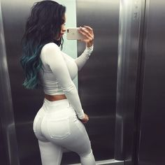 White jeans and teal hair vibes - itslydboss Adidas Superstar, Lydia Barakat, Teal Hair, Bombshell Beauty, Vogue, Photo Instagram, Fashion Killa, Swagg, Passion For Fashion