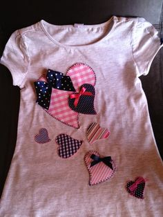 New embroidery shirt ideas for girls Ideas Embroidery Hoop Decor, Shirt Embroidery, Embroidery Fashion, Vintage Embroidery, Embroidery Designs, Toddler Outfits, Kids Outfits, Applique Tutorial, Applique Dress