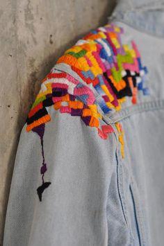 jeans jacket Levis lee diesel Jacket Vintage upcyceled Jacket Jeans Retro Blue Levis Denim Vintage Jacket Distressed Patched - all day outfits - Jackets Denim Vintage, Vintage Jacket, Embroidery Patterns, Hand Embroidery, Textiles Y Moda, Diesel Jacket, Denim Diesel, Embroidered Clothes, Embroidered Denim Jacket