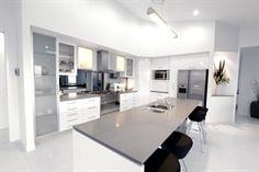 Kleidon Masterbuilt Homes 2040 Urban Caesarstone Benchtop White Cupboards, Kitchen Cupboards, Kitchen Handles, Glass Cabinets, Wall Cabinets, Modern Cabinets, Beach House Kitchens, Grey Kitchens, Home Kitchens