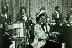 Ray Charles and his trumpet section in 1975 (f.l.t.r.: Jack Evans, Bob Coassin, Jeff Conrad, Phil Guilbeau, Johnny Coles), in Fort Knox, KY. Home in Virginia, Johnny C was chopping wood when a splinter flew up and went into his eye, which had to be replaced with a glass version. After healing from that he came back to the band, extending the trumpet section to 5 men for a while. Photo: coll. Jeff Conrad.