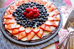 Memorial Day Food and Crafts. A delicious fruit pizza, perfect for 4th of july or memorial day BBQs and parties