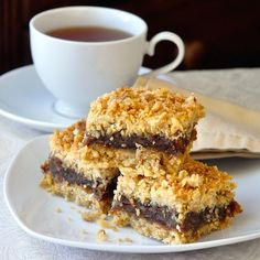 Sub C sweetened coconut. Nans made Newfoundland Date Crumble Squares & we still love them. My Aunt Marie made the best. The secret is the right amount of butter & filling. Köstliche Desserts, Delicious Desserts, Dessert Recipes, Fondue Recipes, Kabob Recipes, Italian Desserts, Healthy Recipes, Rock Recipes, Sweet Recipes