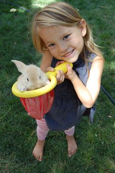 Cute Little girl and her baby bunny. How tiny this baby bunny is !! :) Cute Little Girls, Little Babies, Cute Babies, Baby Animals, Cute Animals, Cute Bunny Pictures, Cute Baby Bunnies, Braids For Kids, Goddess Braids