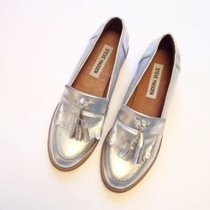 HP Steve Madden Meela Loafer Steve Madden Meela Loafer in excellent preworn condition. So cute for summer!! No Trades/ No Modeling/ Reasonable Offers Steve Madden Shoes Flats & Loafers