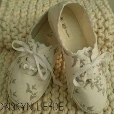 Loving this 😍😍#mooiloop #tekkies #white #greybirds #sonskynliefde #hellopretty #handmade