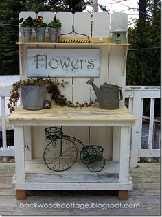 Backwoods Cottage: LOVE this potting bench...looks simple enough to try to build??? Shed Design, Potting Benches, Flower Patch, Garden Signs, Entryway Tables, Garden Wedding, Wedding Ideas, Shed Plans, Farmhouse