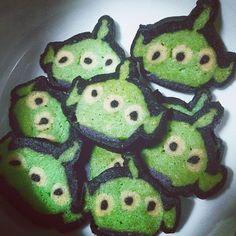#冰箱餅乾 #toystory #alien #aliens #cookies #refrigeratorcookies #littlegreenmen #diy #diygifts #リトルグリーンメン #トイストーリー #エイリアン #iceboxcookies #cute #可愛い #かわいい #kawaii #kawaiicookies #アイスボックスクッキー