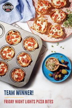 These cheesy pizza bites are not only a team favorite, but also sneak in some delicious hidden veggies for a back-to-school snack win! Supper Recipes, Snack Recipes, Cooking Recipes, Snacks, Dutch Recipes, Low Carb Recipes, Hidden Veggies, Pizza Bites, Football Food