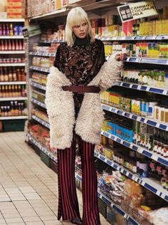 Lights Galore: 10 Statement Fall Looks from Zara Mode Dope, Style Photoshoot, Fashion Model Poses, Foto Fashion, Dope Style, Fashion Catalogue, New Outfits, Editorial Fashion, Vestidos