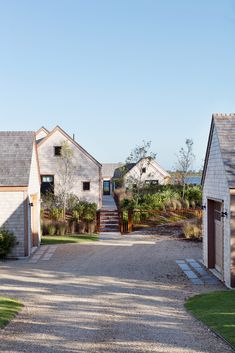 Designed as a series of one story masses, this Nantucket residence is tied together with a central boardwalk which runs the length of the… Modern Exterior, Exterior Design, Exterior Paint, Residential Architecture, Architecture Design, Roof Design, House Design, Modern Ranch, Country