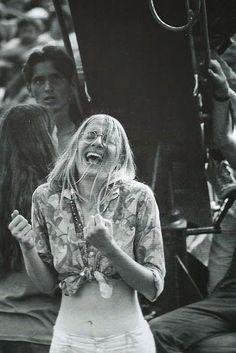 Girls-of-Woodstock,-1969-(32)