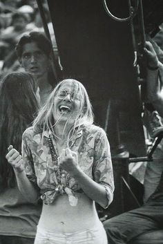 Girls-of-Woodstock,-1969-(32)