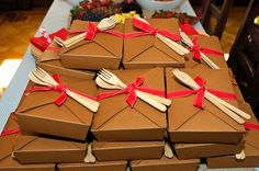 Individual Kraft boxes for lunches,desserts etc.