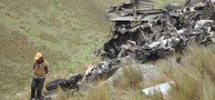 Por lo menos 10 personas perdieron la vida al estrellarse una avioneta este sábado en la región selvática del sur de Colombia. La noticia se dio a conocer luego que los elementos de primeros auxilios, cesaran sus operaciones de rescate en la zona.