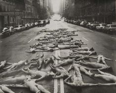Spencer Tunick, New York City, 1997, Photograph