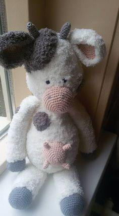 Koe Zoë gehaakt door Eline Klop #haken #haakpatroon #gehaakt #amigurumi #knuffel #gehaakt #crochet #häkeln #cutedutch