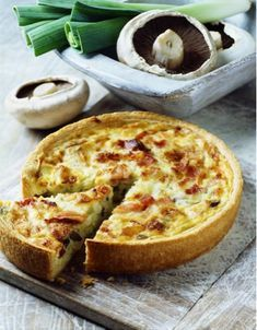 "An easy and gourmet dish with 5 SmartPoints per person (Freedom Weight Watchers program). Discover the preparation of the recipe ""Weight Watchers Leek Pie"" Source by marierousteau Plats Weight Watchers, Weight Watchers Meals, Smartpoints Weight Watchers, Tart Recipes, Ww Recipes, Quiche Recipes, Ways To Cook Eggs, Weight Watchers Program, Smart Points"