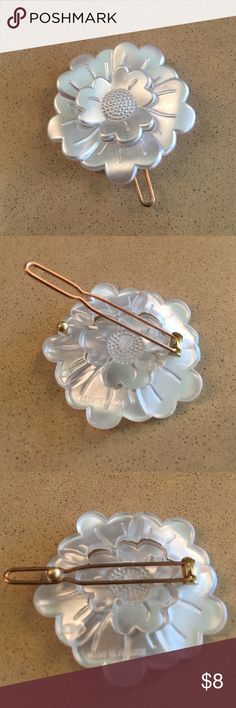 France Luxe pearly white daisy clip! Worn once! France Luxe Daisy Tige Boule Barrette - Classic is a chic addition to your collection. Handcrafted in France and polished to perfection, the barrette features a small tige boule clasp, making it an excellent choice for styling fine hair. Let your look bloom with this luxurious little hair clip. France Luxe Accessories Hair Accessories