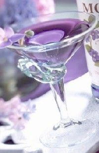 Violet Martini - how beautiful! Could we make it a Violet Vodka Martini? Party Drinks, Cocktail Drinks, Fun Drinks, Yummy Drinks, Beverages, Cocktail Glass, Lavender Martini, Lavender Syrup, Lavender Tea