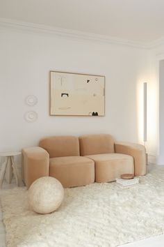 Living Room Inspiration, Interior Design Inspiration, Home Decor Inspiration, Home Interior Design, Living Room Without Sofa, Conversation Pieces, Paint Colors For Living Room, Modular Sofa, Decorating Small Spaces