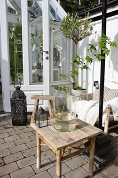 I'm completely in love with the white forniture combined to plants #white #green #outdoors