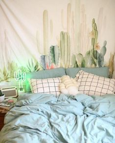 This blue dorm bedding creates such a cute dorm room!