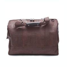 Elegante Reisetasche aus Korkleder. Sehr reissfest, gut abwaschbar, leicht und wunderschön zum anfassen.