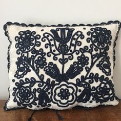 Types Of Embroidery, Embroidery Patterns, Central And Eastern Europe, Embroidered Cushions, Bird Drawings, Pattern Drawing, Unique Gifts, Hand Weaving, Vintage Linen