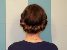Cool & easy way to wrap your hair!  And you'd be surprised at the results when you do it wet !