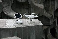 DJI Phantom 4 drone'un yeni bir versiyonu olan Phantom 4 Advanced'i tanıttı. Bu yeni model geçen yılın modeli olan Phantom 4 Pro'nun birçok özelliğini daha ucuz fiyat noktasından sunuyor. Bu yeni drone'un özellikleri arasında 1 inç, 20 megapiksel sensörlü, saniyede 60 kare hızında 4K video...   http://havari.co/dji-phantom-4-advanced-daha-dusuk-fiyatla-geliyor/