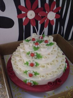 mm yummy cake and its vanilla cake with to red flowers