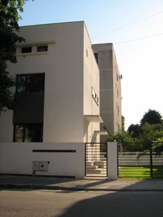 O casa in Vatra Luminoasa – O casa pe zi Modernism, Buildings, Garage Doors, Restaurant, Mansions, House Styles, Outdoor Decor, Home Decor, Modern Architecture