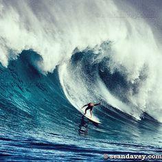 Kelly charging the bay at the Eddie Aikau big wave invitational. Photographer Sean Davey