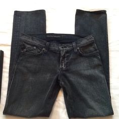 Rock & Republic Jeans Excellent condition on these Stella straight leg jeans.  Front left pocket has minor fray, see photo. Rock & Republic Pants Straight Leg