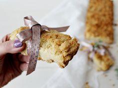 La Sbrisolosa è una ricetta cremonese, da non confondersi con la sbrisolona che invece è una ricetta mantovana. Sul blog a breve le metterò entrambe.
