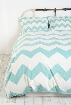 the bedding, but with different colored pillows (pastels, coral, gold) - I likeeeeeee.
