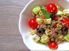 Salade de quinoa aux légumes d'été, feta et aromates fraîcheur