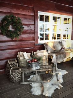 Cabin outside xmas hytte Christmas Greenery, Outdoor Christmas, Primitive Christmas, Rustic Christmas, Nordic Interior, Cottage Interiors, Cozy Cabin, Log Homes, Xmas Decorations