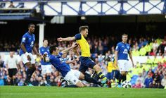 Aaron Ramsey pokes home the first goal of the game for Arsenal vs Everton. #AFC #Arsenal #Gunners