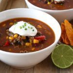 A hearty delicious bowl of Mexican chili con carne soup is only this recipe away. Recipe in Dutch. Mexican Food Recipes, Soup Recipes, Snack Recipes, Ethnic Recipes, Healthy Soup, Easy Healthy Recipes, Easy Meals, Good Food, Yummy Food