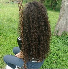Do you like your wavy hair and do not change it for anything? But it's not always easy to put your curls in value … Need some hairstyle ideas to magnify your wavy hair? Curly Hair Styles, Long Curly Hair, Wavy Hair, Natural Hair Styles, Perms For Long Hair, Curly Perm, Permed Hairstyles, Easy Hairstyles, Protective Styles