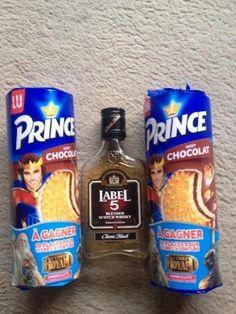 La belle et ses princes charmants... Prince Charmant, Snack Recipes, Snacks, Juice Bottles, Pop Tarts, Hilarious Stuff, Troll, Food, Princess