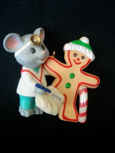 Ornament HALLMARK 1994 CARING DOCTOR Christmas NIB New Mouse Gingerbread Collect