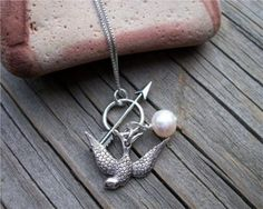 Hunger Games necklace. Gotta admit, I kinda want it!!