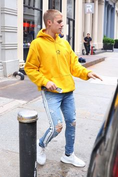 "bieber-news: ""May 27: [More] Justin leaving Aire Ancient Baths in New York City, NY. "" -"