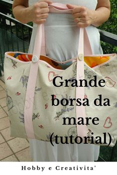 DIY beach bag- Borsa da mare fai da te How to make a large and spacious beach bag - How To Make Purses, Sewing Projects For Beginners, Diy Projects, Small Backpack, Sewing Accessories, Sewing Patterns Free, School Bags, Gift Bags, Sewing Hacks