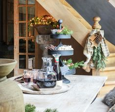 7 alternatieven voor de klassieke kerstboom | Wonen Landelijke Stijl V60 Coffee, Kitchen Appliances, Table Decorations, Furniture, Home Decor, Everything, Diy Kitchen Appliances, Homemade Home Decor, Home Appliances