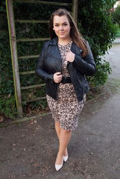 Bodycon-Kleid eng Blumen-Muster Lederjacke Biker-Jacke schwarz | Plus Size Fashion Outfit | floral dress leatherjacket black biker style